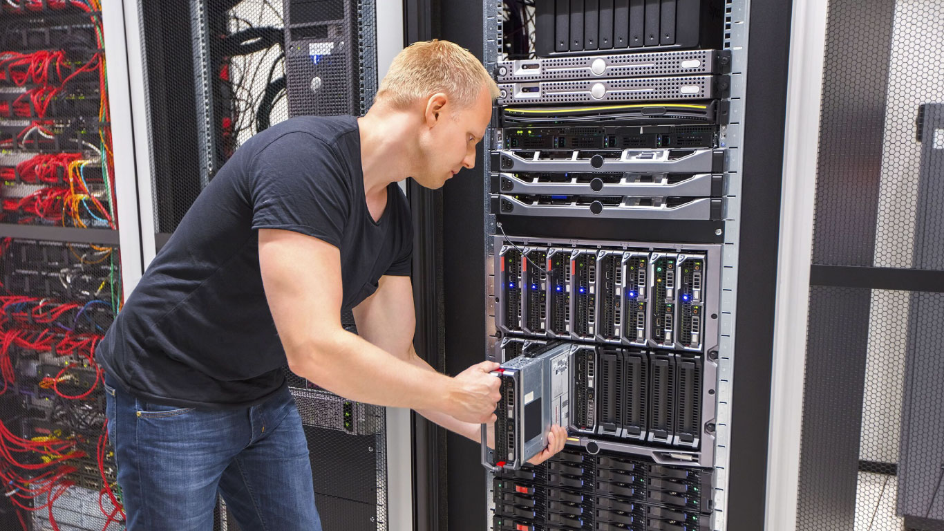Server management and maintenance – at a glance